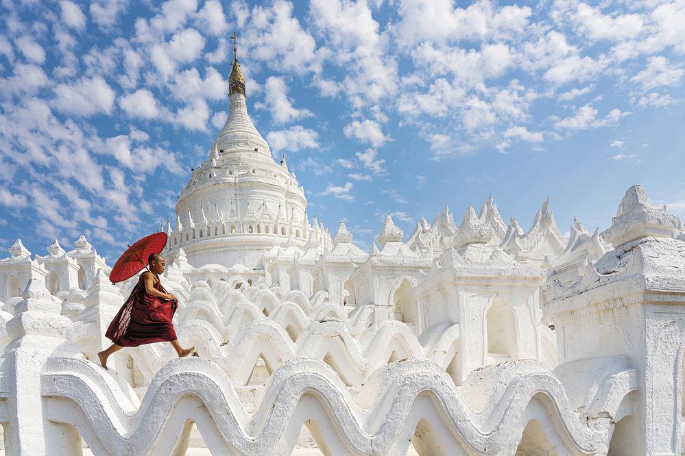 """Pagodu Hsinbyume v Mingunu nechal postavit v roce 1816 král Badžido jako vzpomínku na jeho první manželku, princeznu Hsinbyume (v překladu princezna """"Bílý slon"""")."""