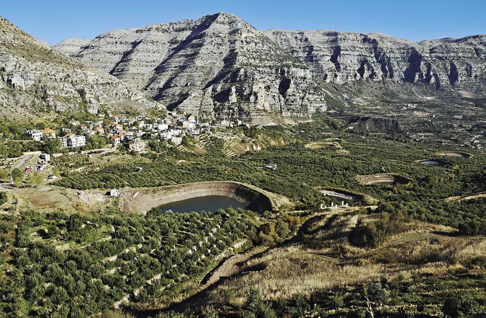 Malebná horská obec Aaquora je domovem jabloňových sadů
