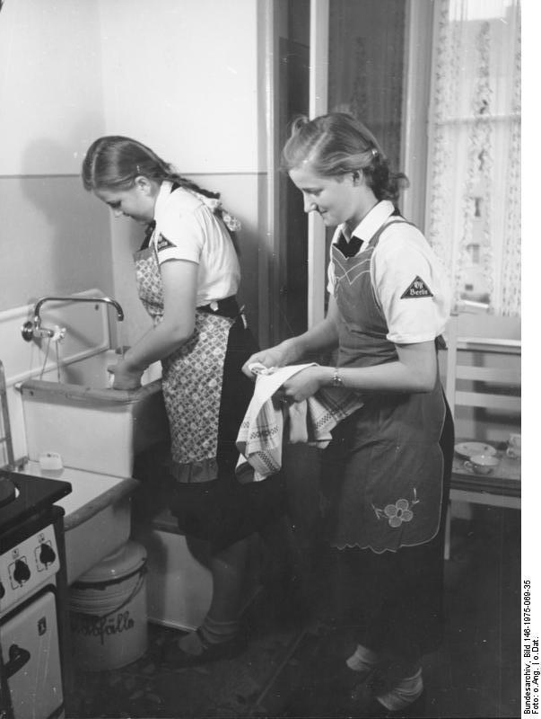 Dívky z BDM měly pevný režim, který dodržovaly. Staraly se o kulturu v kasárnách, v hospicech a v ozdravovanách.