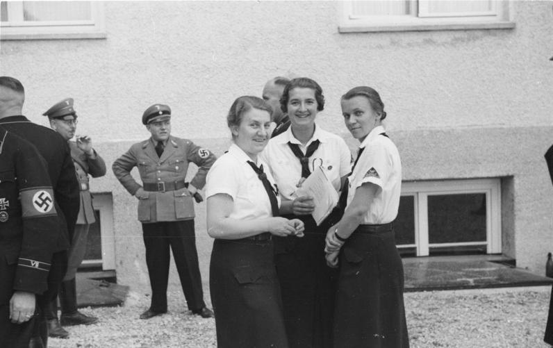 Vedoucí BDM navštívily koncentrační tábor Dachau.