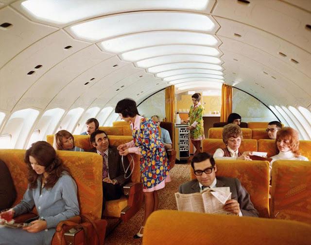 Kdysi paluby letadel nepřipomínaly přeplněný autobus ani náhodou.