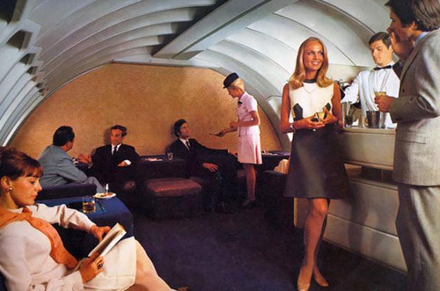 Cestující se do letadla oblékali slavnostně.