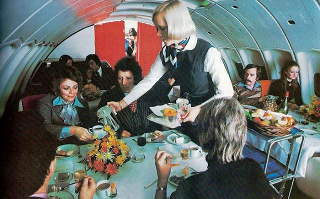 Pokud se na palubě objevil vegetarián, nebyl to žádný problém. Letadla byla vybavena i bezmasým menu.