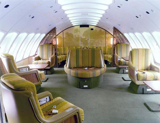 Cestující měli na palubě letadla pro sebe dostatek místa.