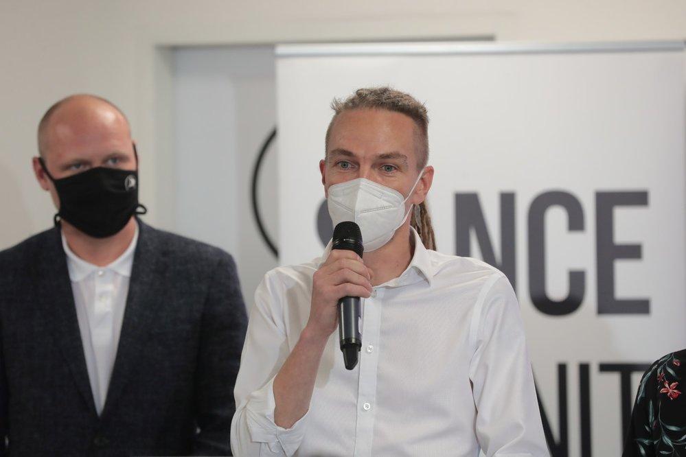 Volby 2020: Předseda Pirátů Ivan Bartoš ve volebním štábu