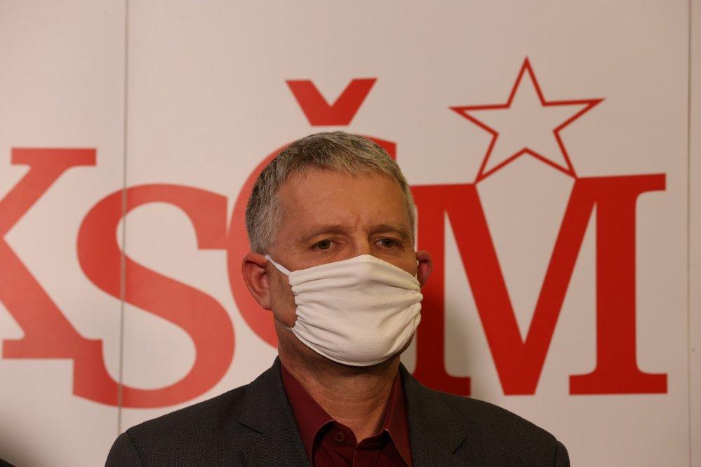 Místopředseda KSČM Stanislav Grospič na tiskové konferenci komunistů po krajských a 1. kole senátních voleb (3. 10. 2020)