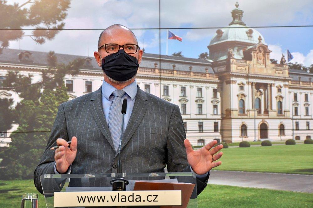 Ministr školství Robert Plaga (ANO) vystoupil 8. října 2020 v Praze na tiskové konferenci po jednání vlády kvůli novým opatřením proti šíření koronaviru.