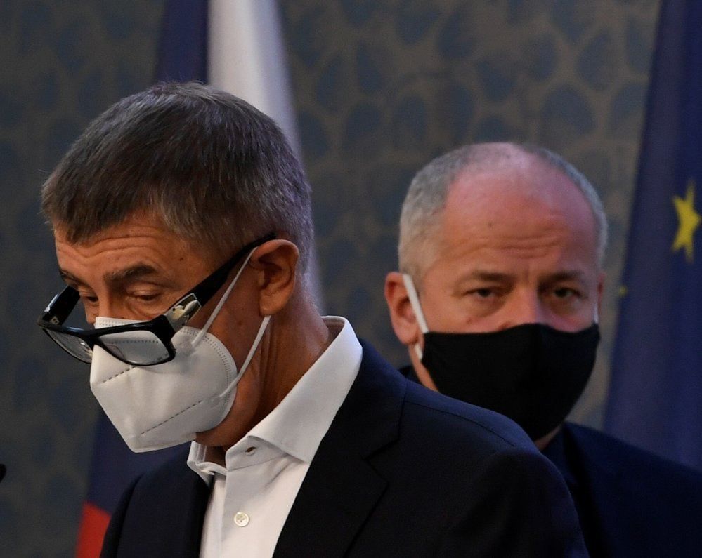 Premiér Andrej Babiš (ANO) a ministr zdravotnictví Roman Prymula (za ANO) na tiskové konferenci ohledně nových opatření (9.10.2020)