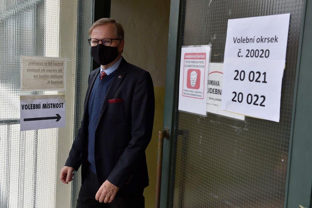 Předseda ODS Petr Fiala odevzdal v Masarykově základní škole v Zemědělské ulici v Brně svůj hlas ve 2. kole senátních voleb (9. 10. 2020)