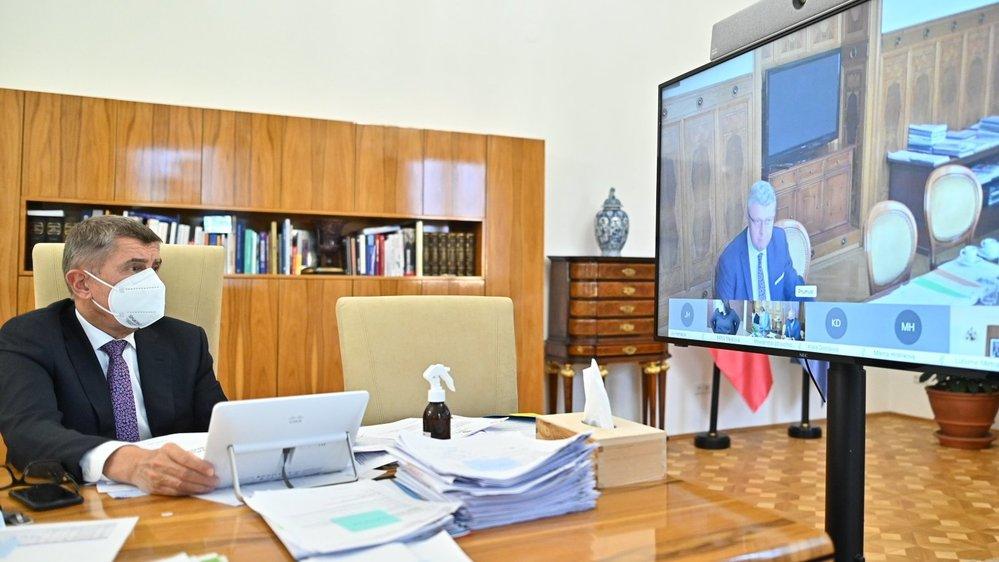 Vláda přes videokonferenci jednala o zpřísnění preventivních opatření proti šíření koronaviru. (12.10.2020)
