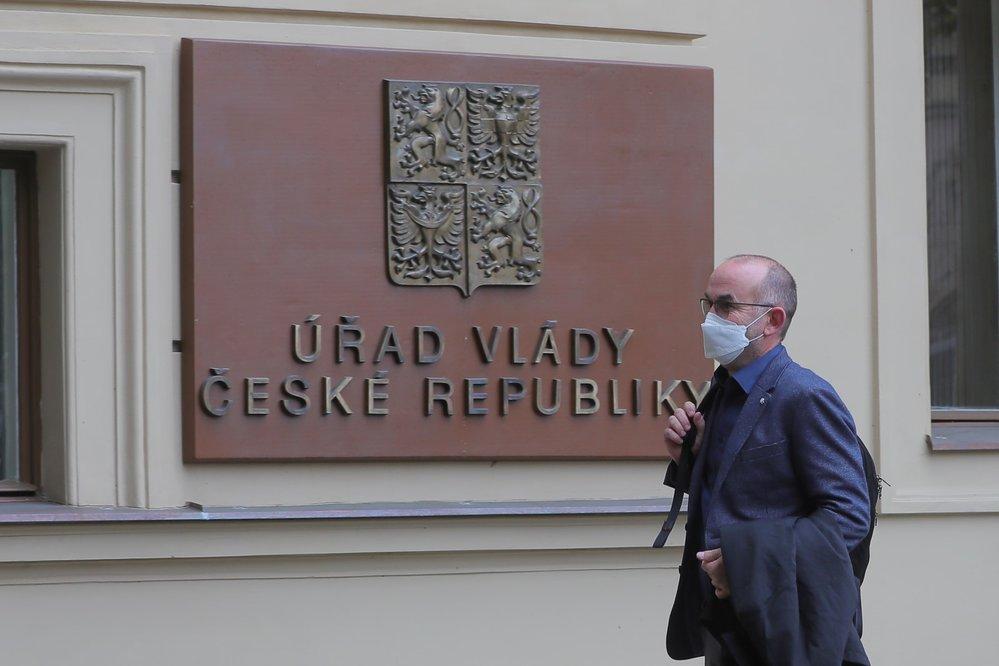 Náměstek brněnské fakultní nemocnice Jan Blatný dorazil na Úřad vlády (23. 10. 2020)