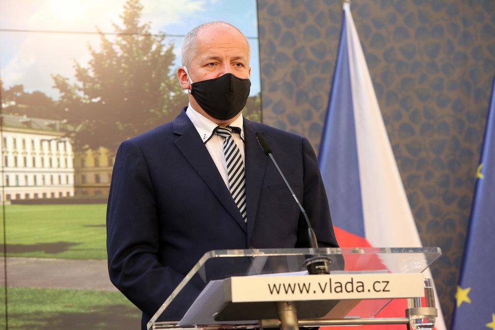 Ministr zdravotnictví Roman Prymula (za ANO) na konferenci po mimořádném jednání vlády (8.10.2020)