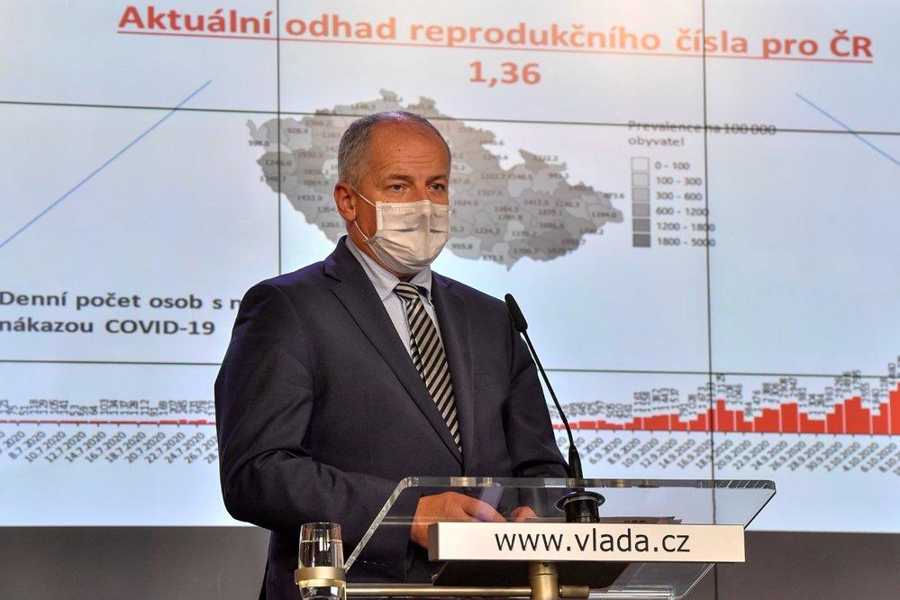 Ministr zdravotnictví Roman Prymula (za ANO) vystoupil 26. října 2020 v Praze na tiskové konferenci po jednání vlády.