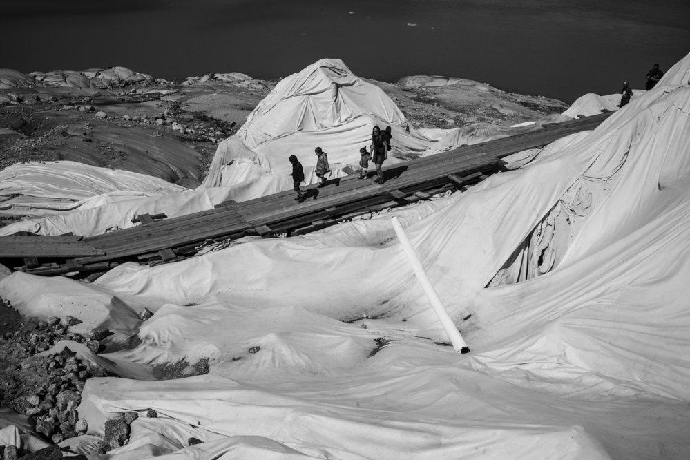 Nominace v kategorii Člověk a životní prostředí: Tomáš Predajňa / Zlomený velikán. V 16. století popsal kartograf Sebastian Münster ledovec Rhône jako děsivě obrovskou ledovou masu. 21. století je svědkem jeho zániku i pokusů o oddálení jeho konce.