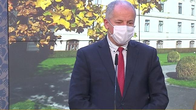 Ministr Roman Prymula (za ANO) na tiskové konferenci po jednání vlády (27.10.2020)