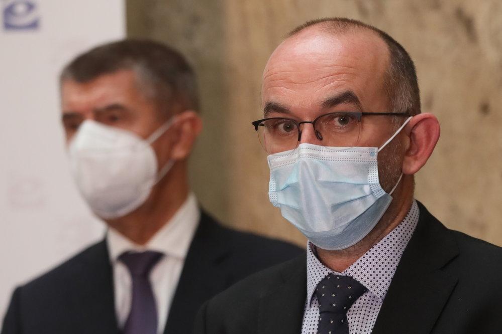 Ministr Blatný není jen pod jednou peticí proti Babišovi. Je toho víc.  Odpovědi na tyto otázky stále dluží | Reflex.cz