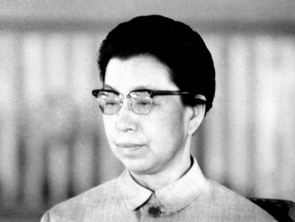 Madam Mao byla neúspěšnou herečkou, která se za své neúspěchy mstila svým kolegům.