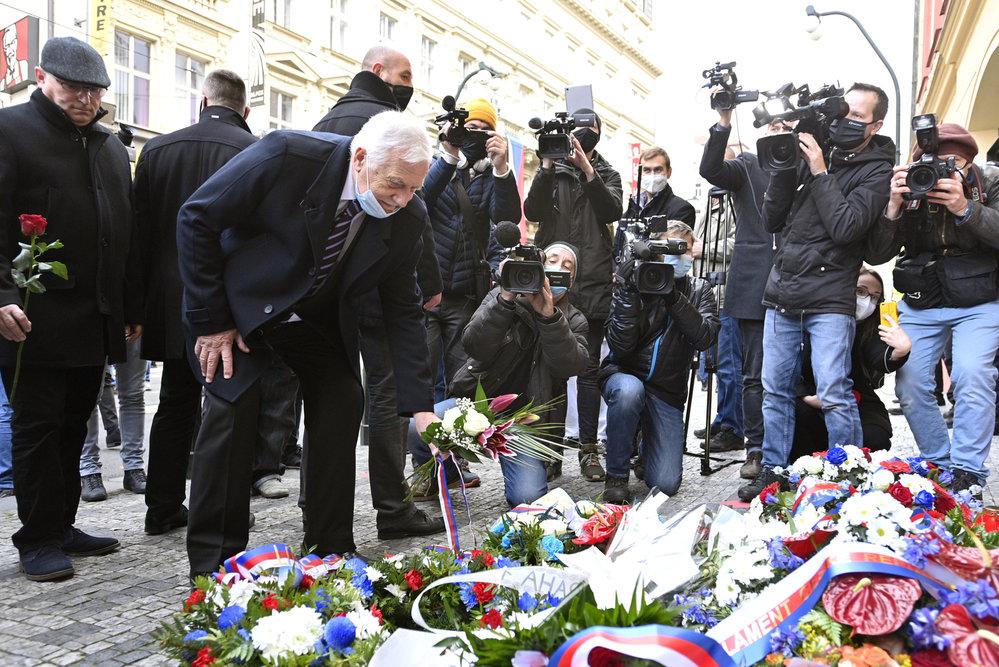 Exprezident Václav Klaus na Národní třídě (17.11.2020)