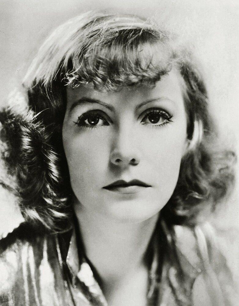 Herečka Greta Garbo byla považována za femme fatale. Její krása byla neuvěřitelná. Navíc působila chladně a byla majitelkou uhrančivého altu.