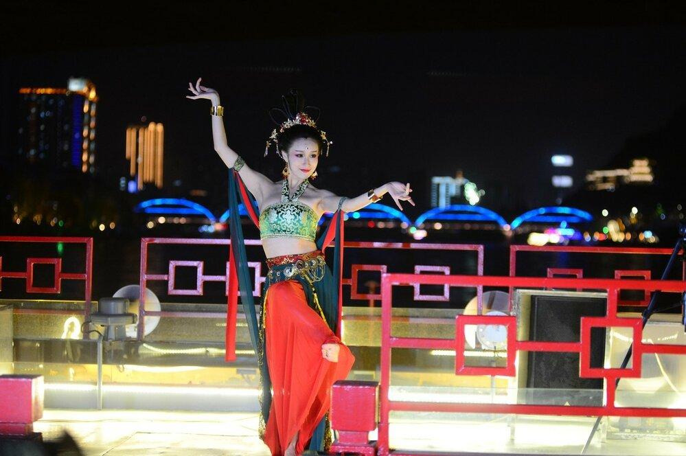 I Čína má svou variantu tance apsar