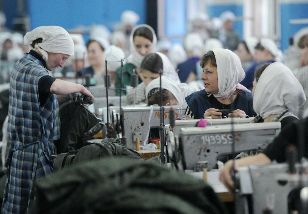 Ženy v ruských věznicích pracují jako šičky, pracovní doba bývá až 17 hodin