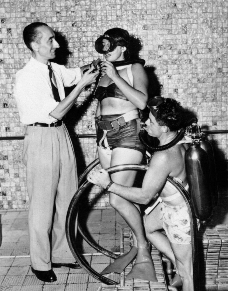 Ještě za války se Cousteauově týmu podařilo zdokonalit potápěčskou výbavu. Revolučním vynálezem byl redukční ventil, který umožňoval potápěči přísun stlačeného vzduchu v závislosti na hloubce.