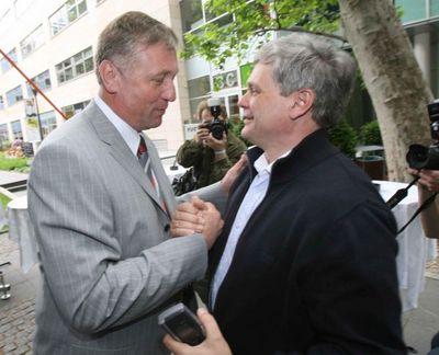 Vnitrostraničtí rivalové - Mirek Topolánek a Vlastimil Tlustý. Jmenovat ho ministrem financí prý byla jedna ze tří největších personálních chyb Topolánka.