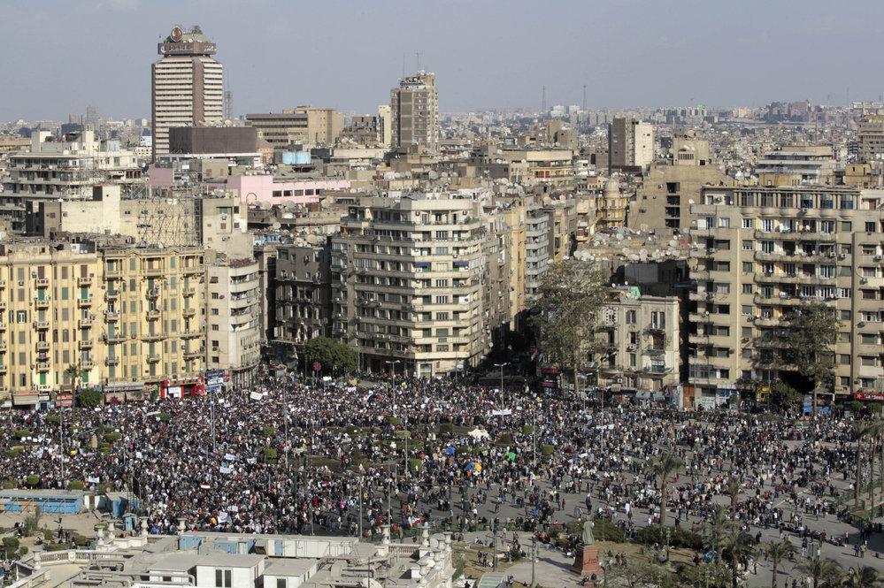 Tisíce demondtrantů v ulicích Káhiry