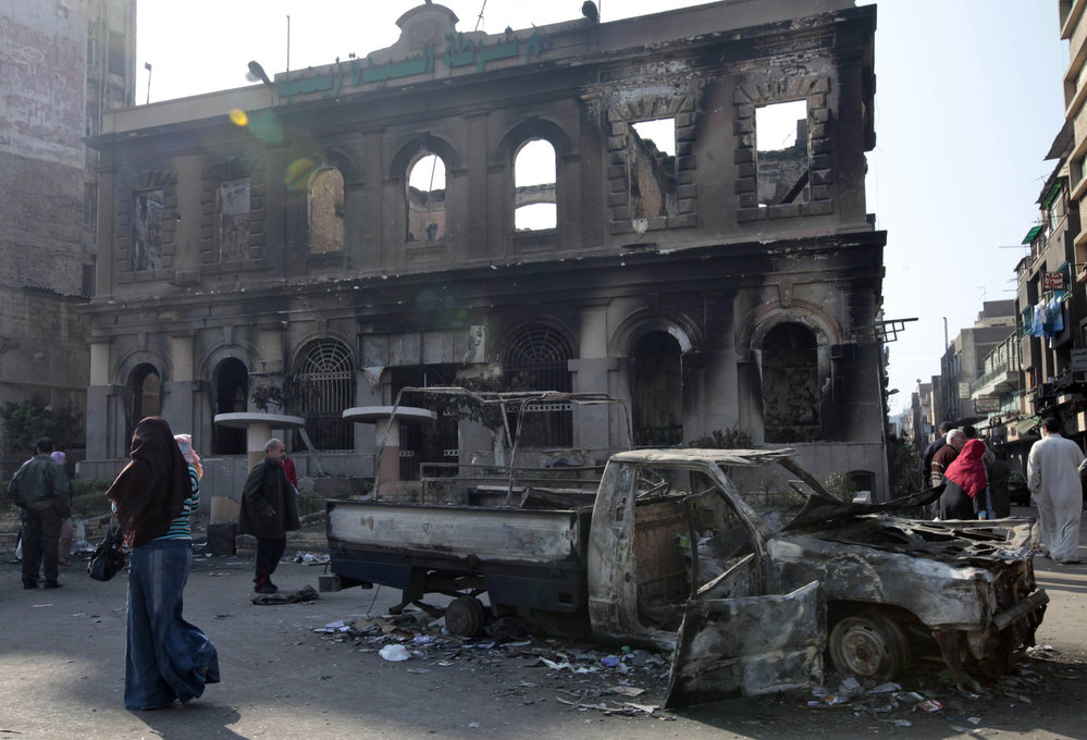 Takhle dopadla policejní stanice v Káhiře.