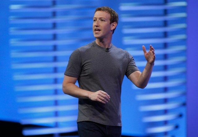 Jediné, co pak bude muset Mark Zuckerberg udělat, je odlepit lidi od monitorů s Facebookem.