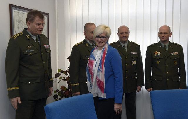 Ministryně obrany Karla Šlechtová (ANO) se setkala s náčelníkem Generálního štábu Josefem Bečvářem.