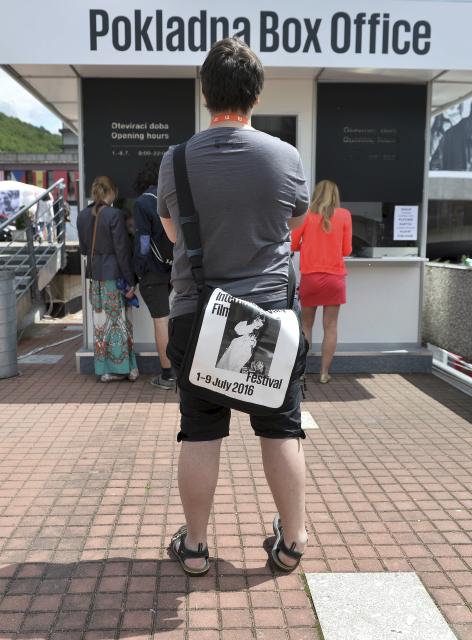 Diváci si kupují vstupenky na projekce v Karlových Varech