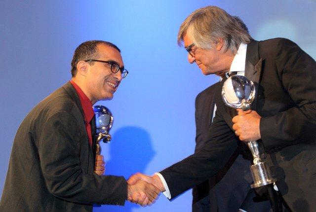 V roce 2011 vyhrál ve Varech Izraelec Joseph Madmony Křišťálový glóbus za film Restaurátor. Letos přiveze drama Geula. Na snímku s Jiřím Bartoškou.