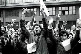 Češi neumí slavit: 30 let od revoluce nepřichází důstojná připomínka a usmíření, jen…