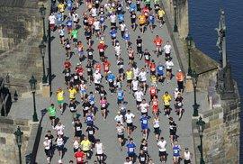 Poběžíte v neděli pražský maraton? Napište nám
