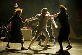 Divadelní soubor Cirk La Putyka zahájil své dvouměsíční působení na pražské Letné hrou La Putyka.