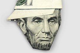 Abraham Lincoln s kšiltovkou. Z bankovek se dá složit vtipné origami