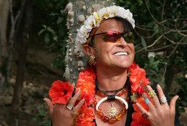 Jako světoběžník se cítí skvěle i mezi domorodci.