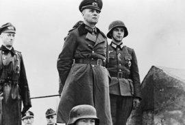 Erwin Rommel na inspekci vojáků ve Francii.