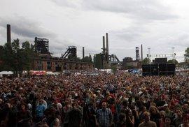 Prší krásně aneb Do kelu, začíná chcát: euforie a skepse návštěvníků Colours Of Ostrava