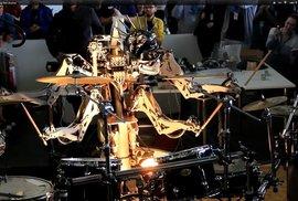Bubny, Ramones a čtyřruký robot. Co chtít víc?