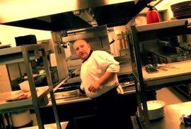 Kdo jí hamburgery, ničí lesy, děsíval své děti šéfkuchař Tomáš Stehlík. Jak jí on sám?