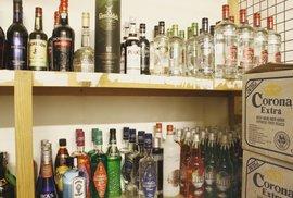 Prohibice, jdi se zahrabat! Průměrný čtenář Reflexu má doma sedm litrů tvrdého alkoholu