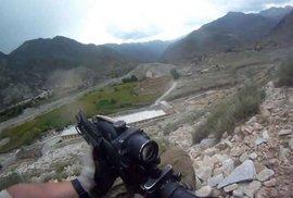"""Tohle není střílečka. Americký voják, který to """"koupil"""", natočil přepadení tálibánci z…"""