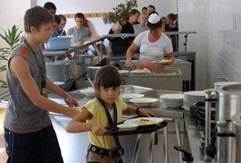 Šéfkuchaři už na své nejoblíbenější školní jídlo zavzpomínali. Vzpomenete si vy?