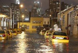 Celonoční řádění hurikánu Sandy v 33 sekundách. Podívejte se