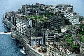 Opuštěný japonský ostrov Hashima si zahrál v bondovce Skyfall.