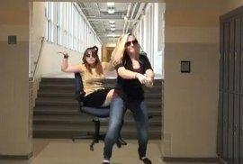 Superslavný Gangnam Style je mrtvý. Zabilo ho tohle otřesné video