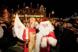 Mikuláš s andělem na drážďanském Striezelmarktu, česky Štrýclmarktu