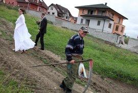 Dvacet devět svateb a jeden pohřeb Jana Šibíka. Podívejte se na svatební snímky fotoreportéra Reflexu